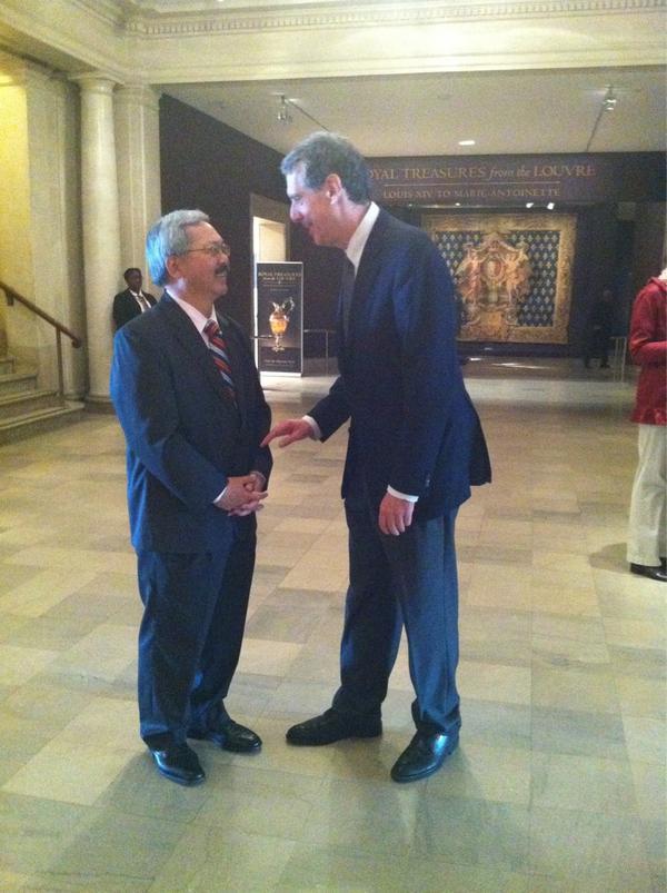 Bonjours @mayoredlee avec Monsieur Henri Loyrette, director @MuseeLouvre! #Louvre http://pic.twitter.com/IRZjHt4g
