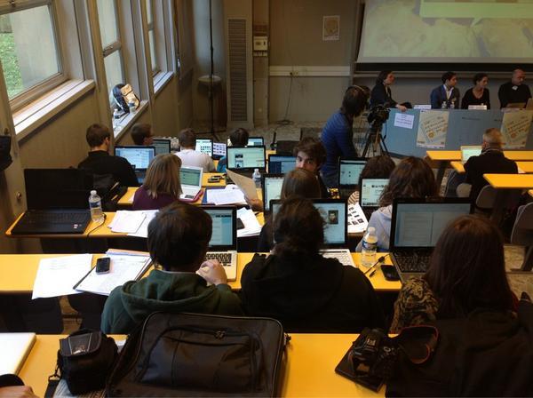 Coup de chapeau à l'équipe @webullition qui couvre très bien #obsweb     Une partie de l'équipe sur la photo (1/4) http://pic.twitter.com/PxvnLudU