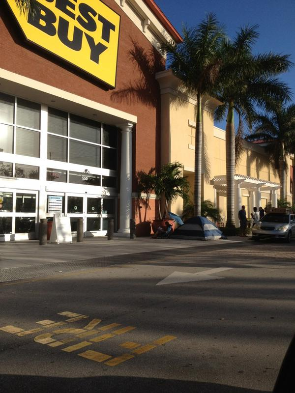 They line up early for black Friday in Florida #flatscreentv #bestbuy http://pic.twitter.com/swpVZqsJ