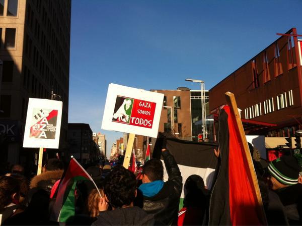 2012-11-18 14h37 [photo @frogsarelovely] Somos Todos Shame shame USA Shame shame Canada So So So Solidarité avec Gaza