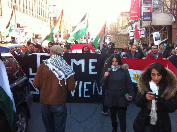 2012-11-18 14h50 [photo @frogsarelovely] 1-2-3-4 Occupation no more 5-6-7-8 Stop the Killing Stop the Hate End Israeli Apartheid