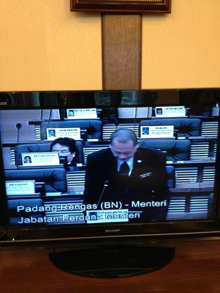 Dewan rakyat: Pihak kerajaan sedang bentang usul kecam serangan kejam Israel ke atas Gaza. Dewan akan bahas isu ini http://t.co/jg44F3Lf