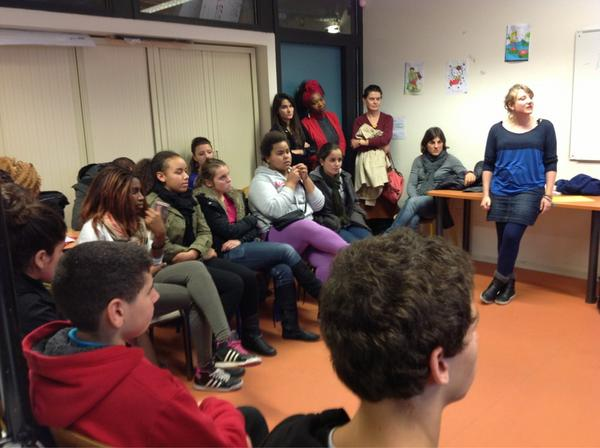 Difficulté à parler pour les collégiens, face aux lycéens... Qui monopolisent la parole  #LillePlanning2012 http://pic.twitter.com/7y5RTA9G