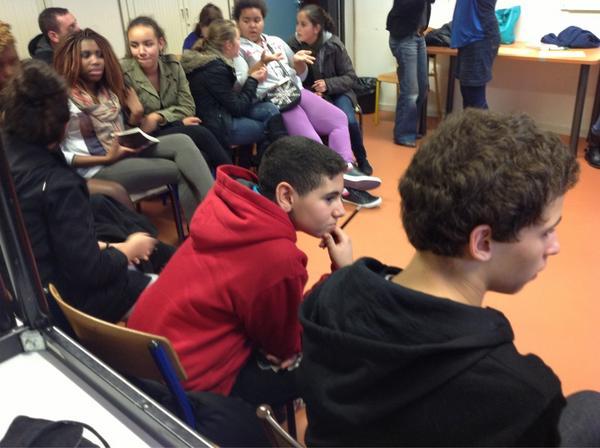 Discussion pour savoir comment faire pour faire avancer l'égalité entre les filles et les garçons  #LillePlanning2012 http://pic.twitter.com/M8s2jMDx