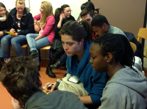 pour faire avancer l'égalité, ça discute sérieusement et dans la bonne humeur #LillePlanning2012 http://pic.twitter.com/jfvuor4u