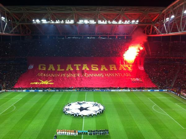 Galatasarays awesome welcome for Manchester United (Picture & video)