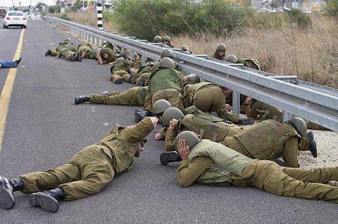 الاحتلال الصهيوني يهدد بعودة سياسة A8MsHl-CAAAau31.jpg