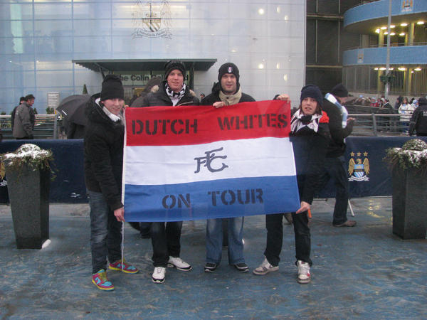 This weekend five DutchFFC members will travel to Stoke! Watch out for the flag and give them a warm welcome!@fulhamfc http://pic.twitter.com/4dssuBcY