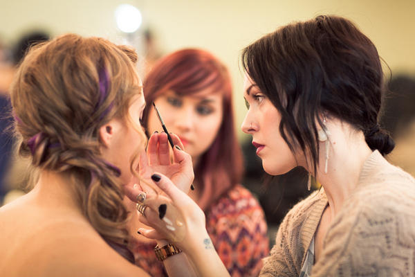 I'ver overly #thankful for my career as a freelance makeup artist! Here is a snapsot of me helping one of my students. http://pic.twitter.com/y9jl9aCK