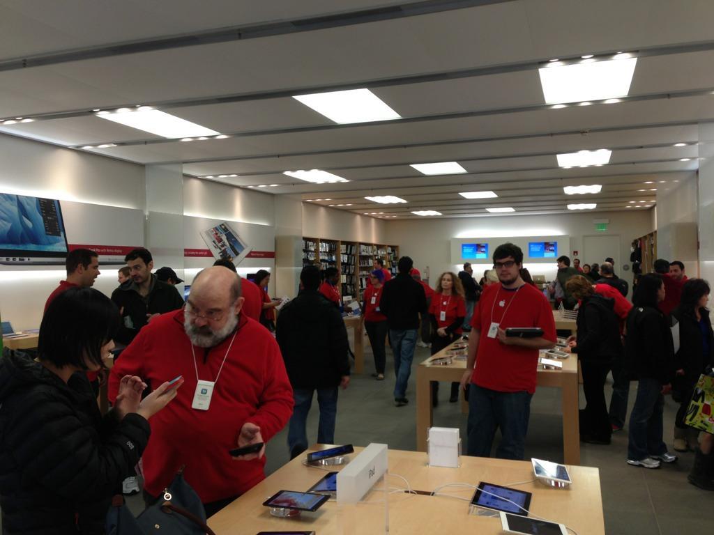 Scott Kirsner On Twitter Apple Store Chestnut Hill Mall Busy