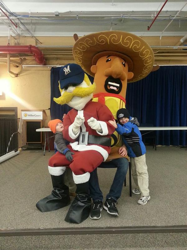 @Brewers @Bernie_Brewer Best Christmas picture ever! So good to see you Racing Sausages. . #holiday4packs http://pic.twitter.com/UdO34K1V