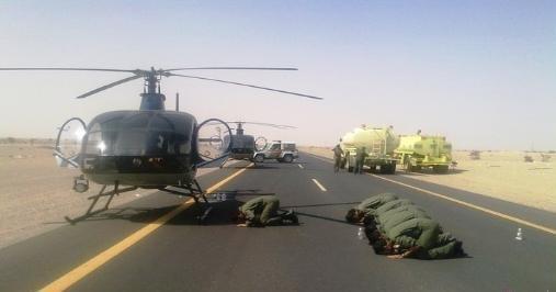 """""""@AbodKW: صورة معبرة :صفوا الطائرات على يمين الطريق واصطفوا خلف إمامهم مكبّرين وساجدين..! تعليقكم..!  🎨 ✈"""""""