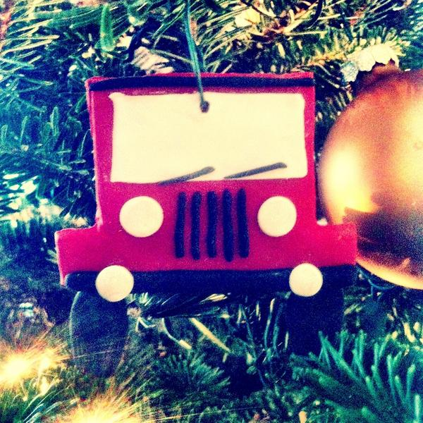 In memory of the Jeep: b.2000 - d.2009. #whatsonthetree pic.twitter.com/oyK5WBbg