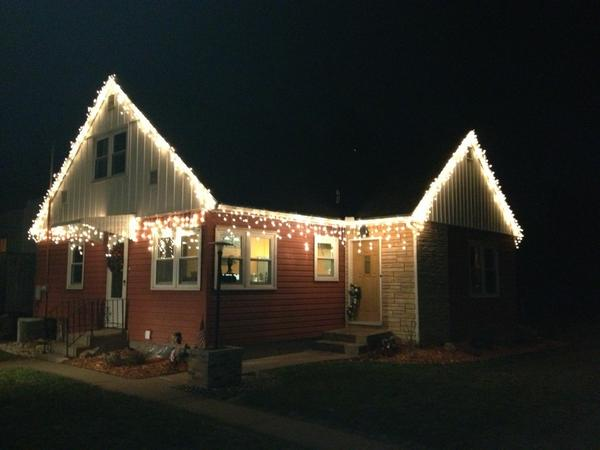 """""""@Rudythefifth: Christmas lights ready to go #ladderworkout <br>http://pic.twitter.com/r6S5pQnb"""" looks good Clark!"""