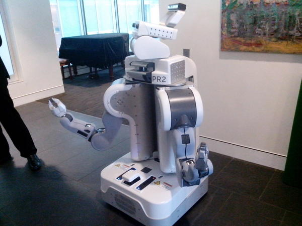 PR2 @ UTS Turing lecture '12, quite a bit bigger than nao #utsturing pic.twitter.com/mHReY9nG