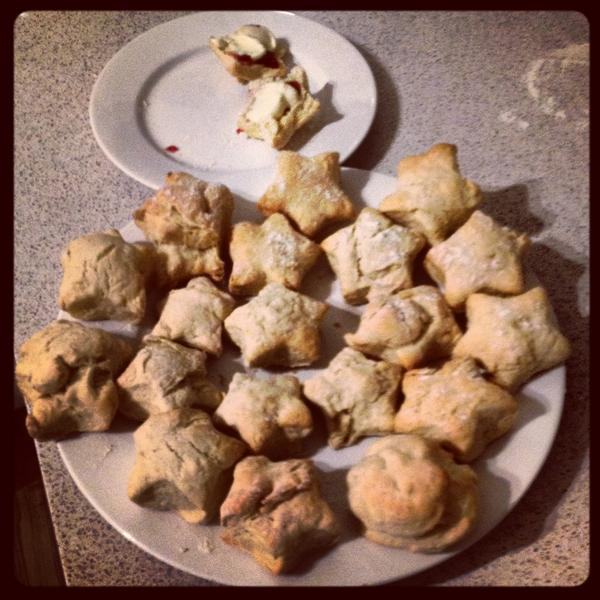 .@BiancaH80 has no space left on her phone for photos, so here are the scones. Enjoy! #OZPBLCHAT http://pic.twitter.com/PxWVYmOU