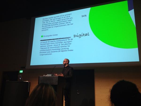 #Netbizz2012 bliver sku så glad hvergang jeg lytter til @silberbauer troværdig, velfunderet og nede på jorden! http://pic.twitter.com/jTIhgMky