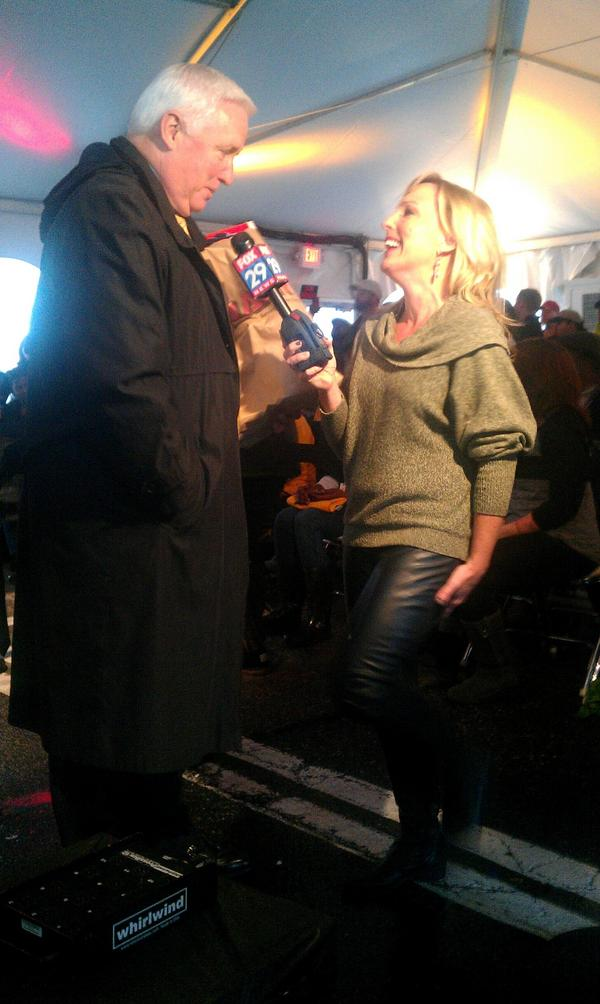 Governor Corbett came by #CampOut to make a donation! http://pic.twitter.com/haeXAJuH