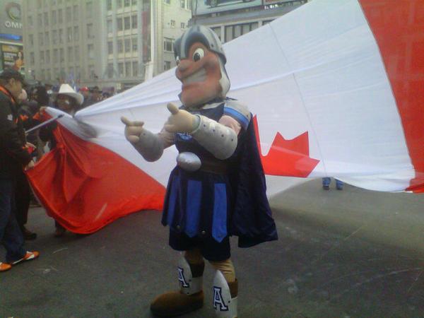 #100thGreyCup #Parade #Toronto #Argos at 1130 am http://pic.twitter.com/VWeLvzMH