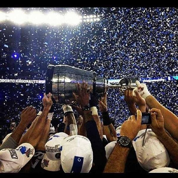 Victory parade today!! #100GreyCupChamps #Argos #Toronto http://pic.twitter.com/wTgAHqCv