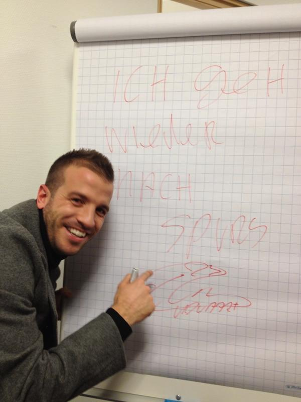 Hamburg Tweet picture of Rafael van der Vaart suggesting he will return to Spurs