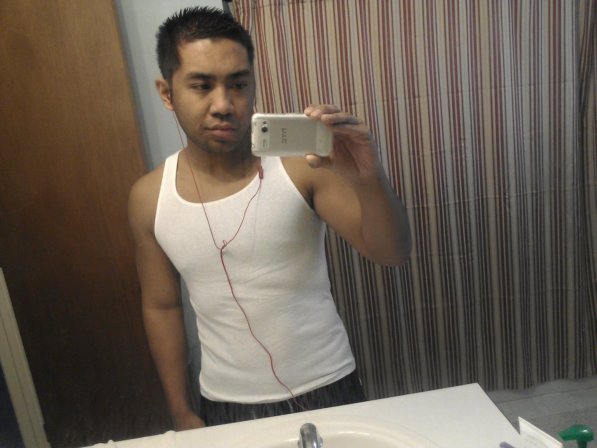 I refuse to be part of the man boob mafia gotta get rid of the pudge http://t.co/M4wnaxgq
