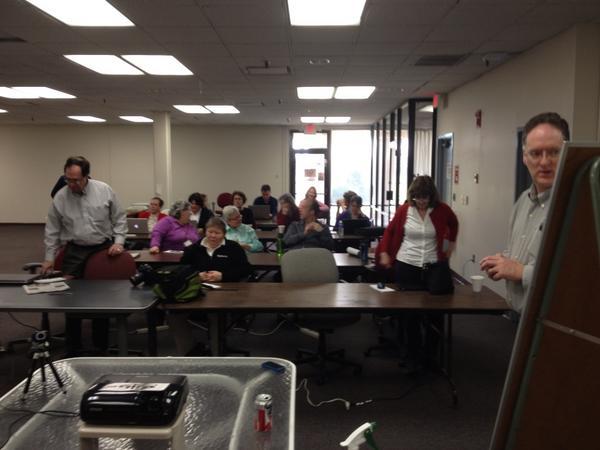 Big turnout at @NHRegister for @SteveButtry's social media workshop. #DFM http://pic.twitter.com/yF5YrItO
