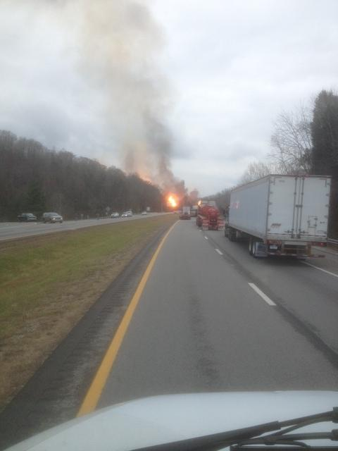 Another photo sent in from Sissonville fire. #WSAZ http://pic.twitter.com/LkF14rDR