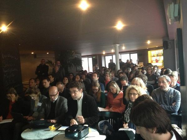 Conf sur utilisation de la curation pour les entreprises, il y a du monde #curationb2b http://pic.twitter.com/vOjDIJyR