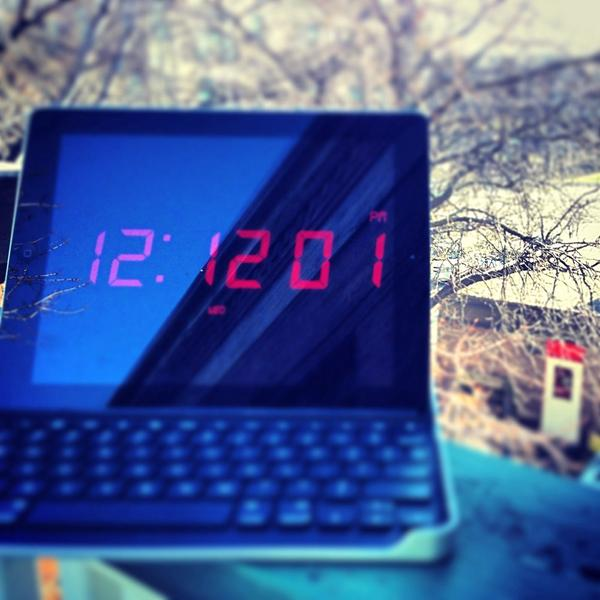 Not quite 12:12:12, but :11 sec off isn't bad. #1212chi @ColonelTribune @scottkleinberg http://pic.twitter.com/0QaAuqyv