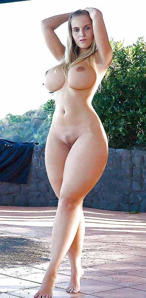 Фото девушек голых шикарными бедрами