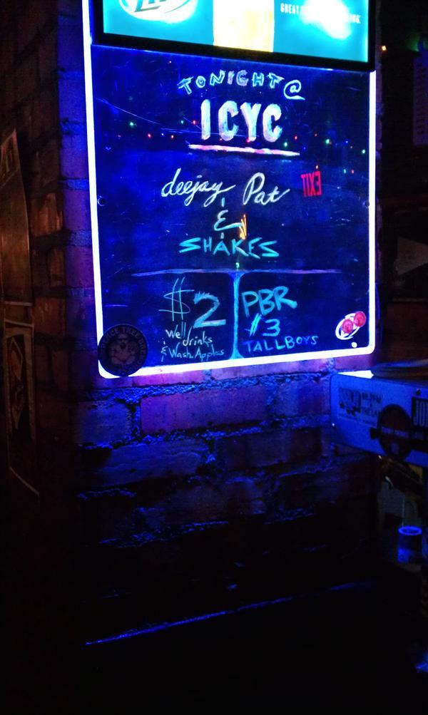 #Live at YachtClub IC w/ @drugmuzic #XKLTUES http://pic.twitter.com/v3JBU6BH