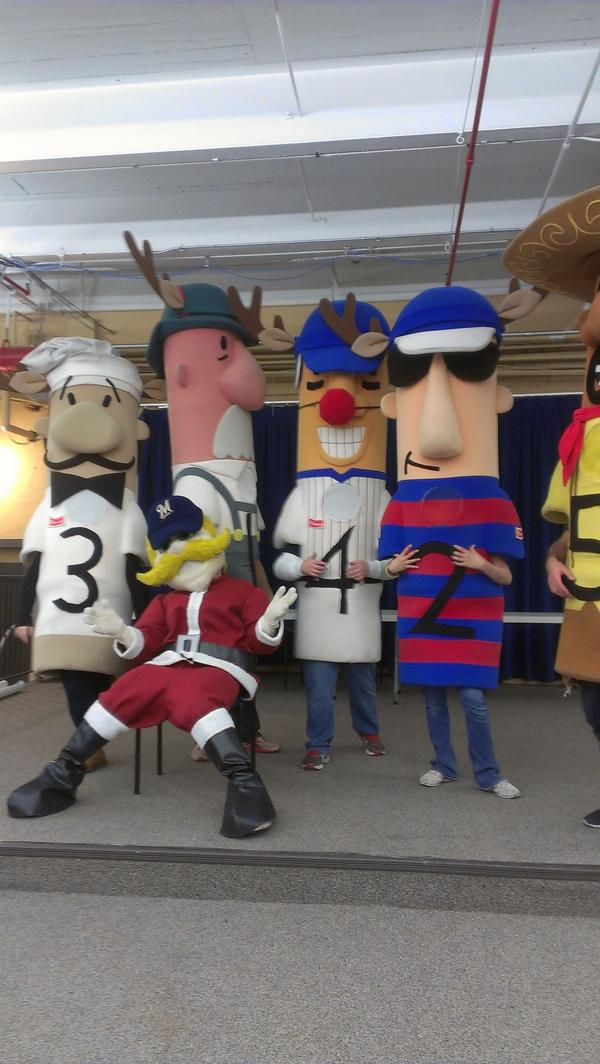 Bernie and his friends! @Bernie_Brewer #Holiday4Packs http://pic.twitter.com/9bfLcjrQ