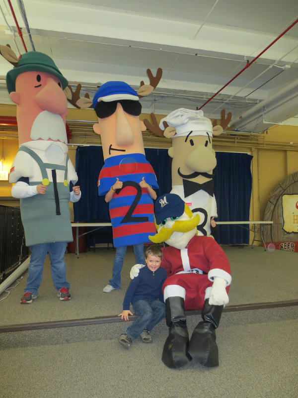 @Bernie_Brewer We had a blast at the @millerbrewery light show! #HOLIDAY4PACKS #brewers http://pic.twitter.com/FxuI7S2H