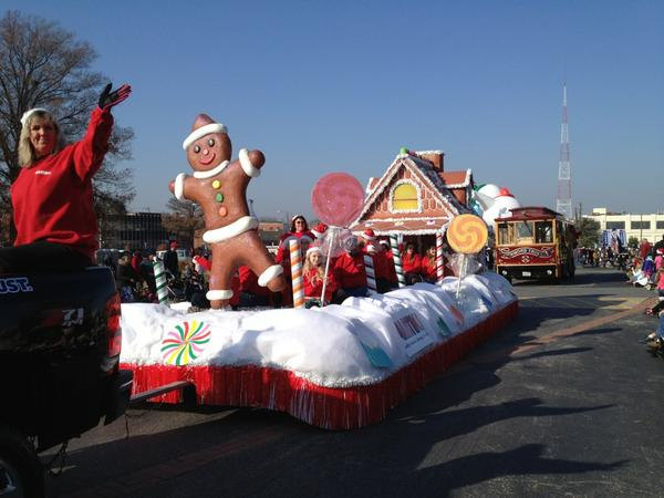 RT @sunnycapri: @CBS6 Martin's Gingerbread House float goes down Broad St #rva #rvaparade http://pic.twitter.com/MnunLzZl