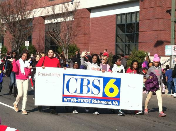 Oh hey there @CBS6 at the  #RVAChristmasParade http://pic.twitter.com/4sZufxoj
