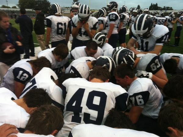 Aptos praying before start of 2nd half #scscore #sccfb http://pic.twitter.com/Sd8s6luv