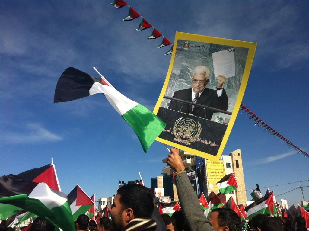 Mahmoud Abbas given a hero's welcome at Ramallah Muqata'a after returning from UN vote