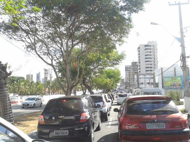 Avenidas Hermes da Fonseca e Salgado Filho com forte retenção sentido aeroporto