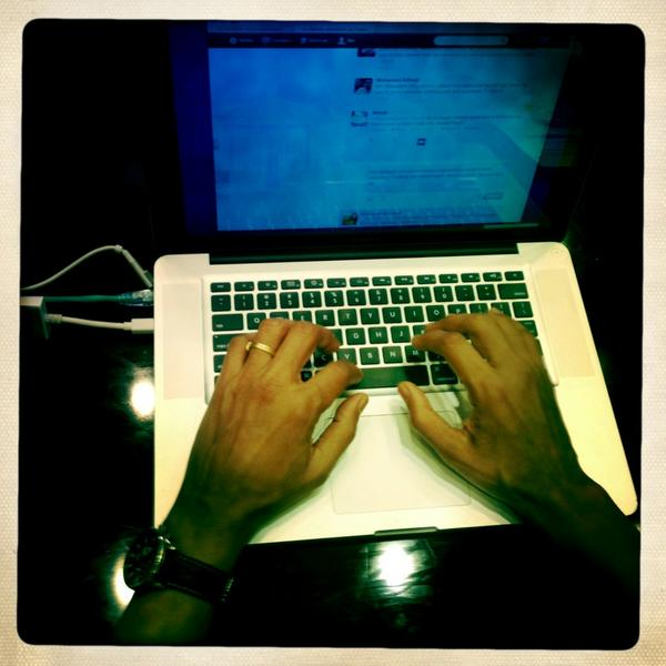 Photo of Pres Obama's hands typing #My2k answers @ whitehouse: http://pic.twitter.com/DhsfAN1b