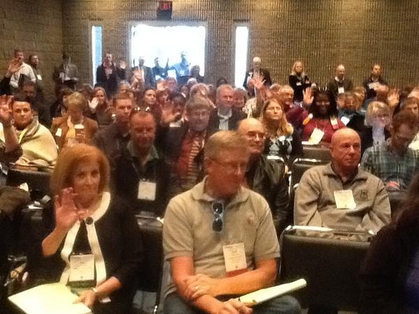 Here's a pic of my iPad session. Lots of happy attendees learning the magic of iPads. #Vision12 http://pic.twitter.com/mV64flZv