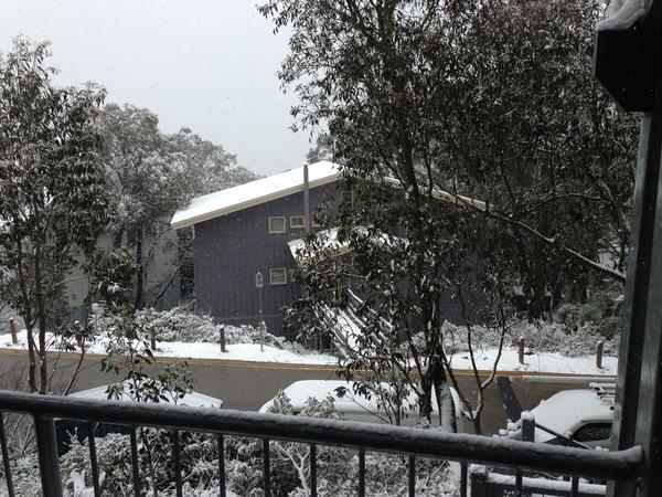Snow snow snow :) #whitechristmas #fallscreek http://pic.twitter.com/1y3BilVj