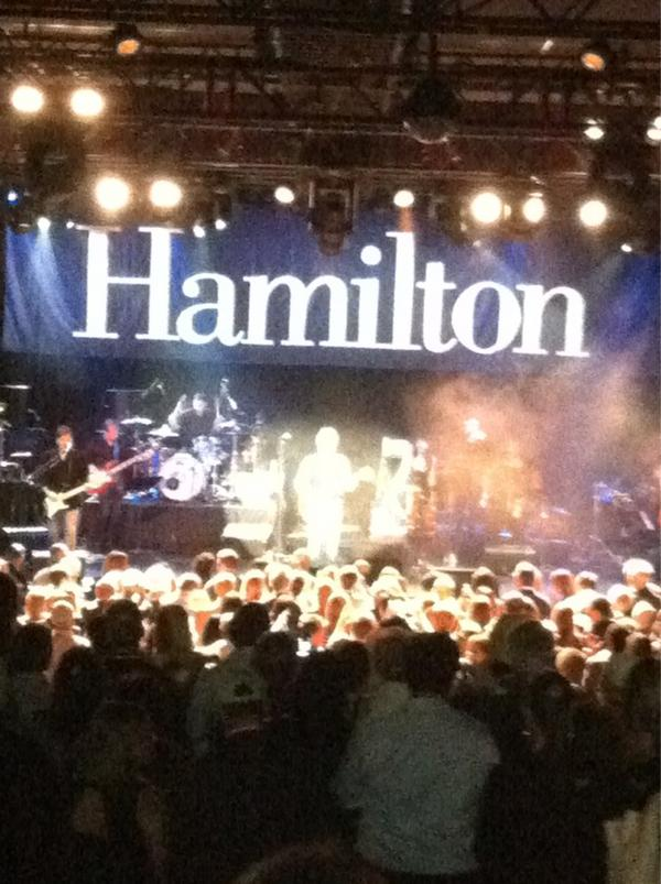 Does BonJovi know the words to Carissima?  #HamiltonJBJ http://pic.twitter.com/JfREEsBj