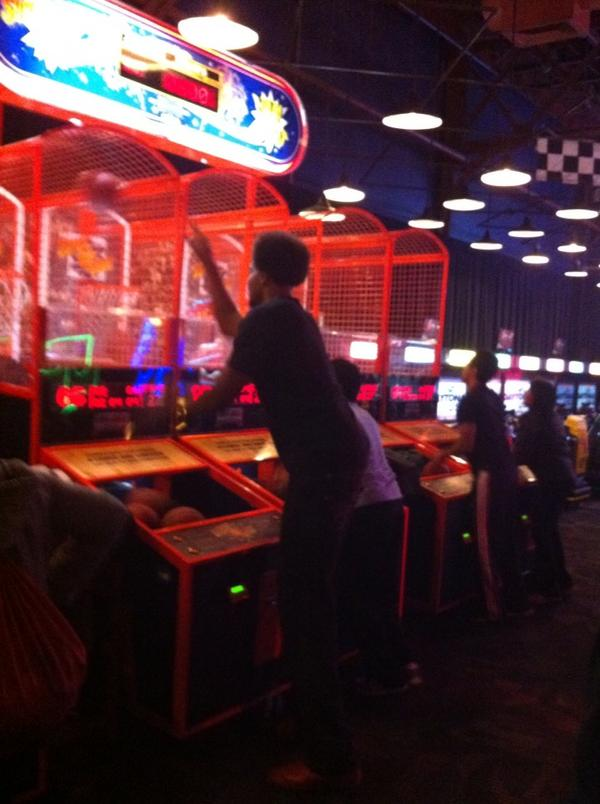 Andrew Bynum played pop-a-shot at Dave & Buster's last night (Photo)