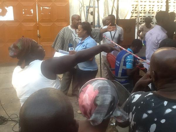 RT @akwasisarpong: Tempers rising at delayed poll start, ppl trying to jump queues, typical but it will end well. #Ghana election http://pic.twitter.com/ccsoSq62