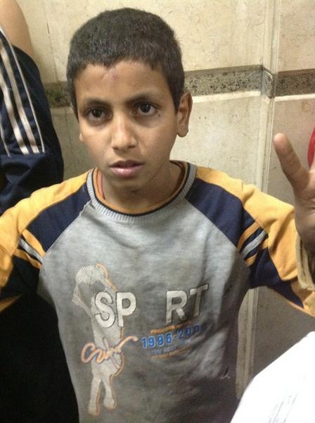 الطفل علاء أحد المتهمين فى أحداث الاتحادية الاخوان القوا القبض عليه بدون مبالغة وكيل النيابة وهو يحقق مع الطفل كاد يبكى http://pic.twitter.com/xPHMARw3