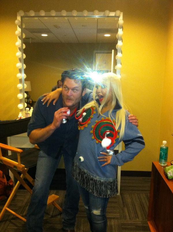 [Videos+Fotos] Christina Aguilera en el Show de Ellen DeGeneres 2012 - Página 3 A9jvz3KCIAI-DiI