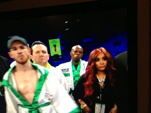 @snooki representing Hyland in the first fight of the night of the #pacquiaomarquez fight? http://pic.twitter.com/TP3H6K9S
