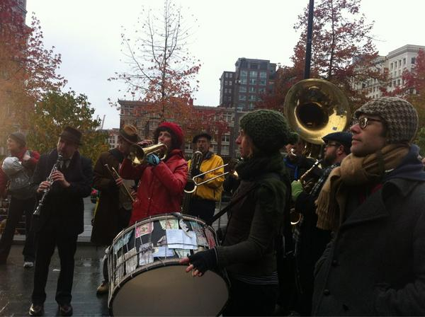 Orkestar Zirkonium and a great crowd of supporters greets newlyweds as they come down the grand stairs. #MEdayWA http://pic.twitter.com/6WRQw6pd