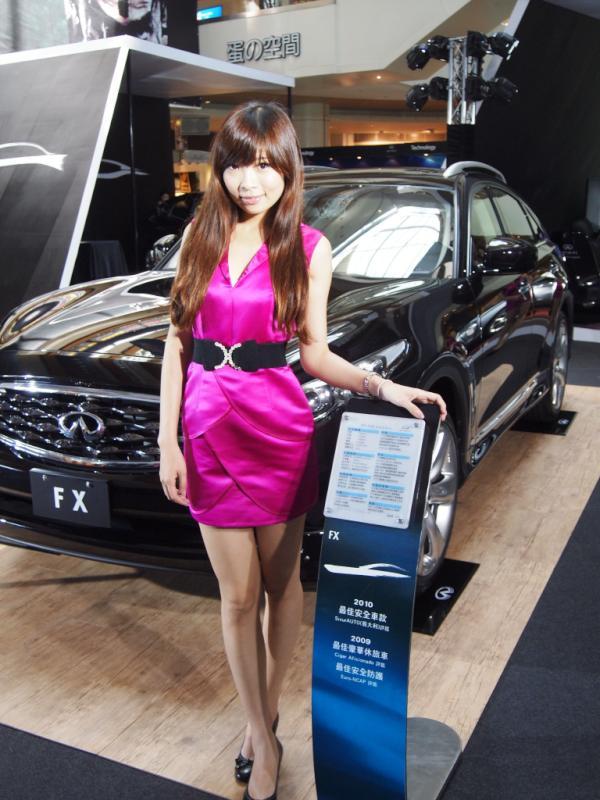 9/16-9/18 INFINITI車展在高雄夢時代的3F蛋型廣場舉行。 http://t.co/Y27tYxk9
